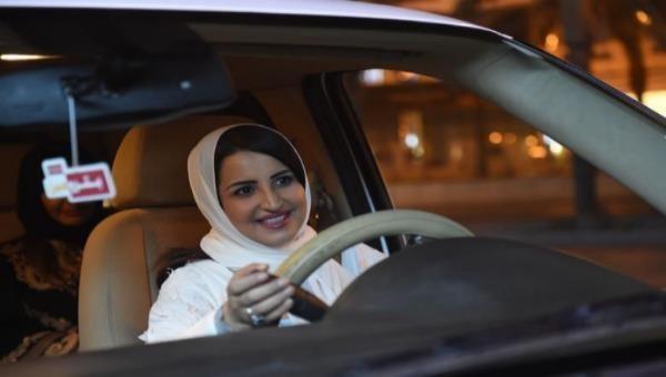 """Lệnh cấm phụ nữ lái xe đã chính thức bị """"khai tử"""" trên thế giới"""