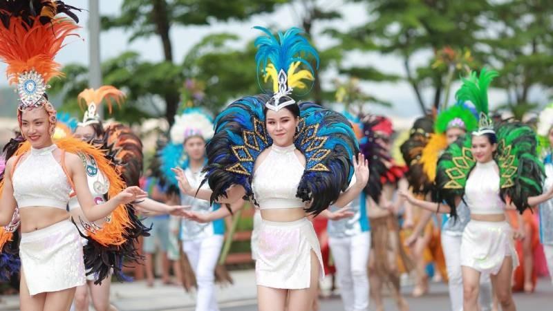 Những vũ điệu đường phố đầy sắc màu trong Lễ hội Carnaval 2019 tại FLC Hạ Long.