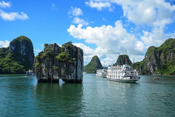 Vịnh Hạ Long đón 1,5 triệu lượt khách du lịch trong năm 2020.