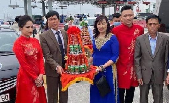 Vụ chú rể Hải Phòng không vào rước dâu tại Quảng Ninh vì dịch Covid-19: Phút 89 cô dâu phi thẳng lên trạm thu phí nhận lễ