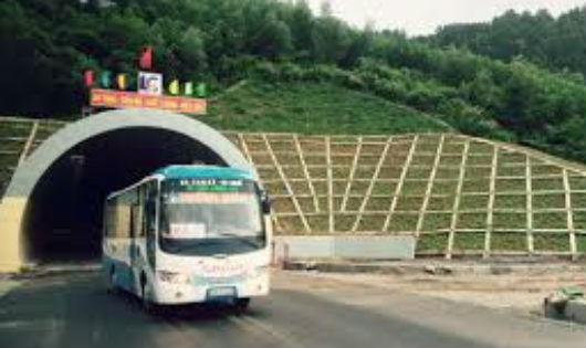 Hầm đường bộ Phước Tượng - Phú Gia