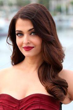 Hoa hậu đẹp nhất mọi thời đại có tên trong hồ sơ Panama