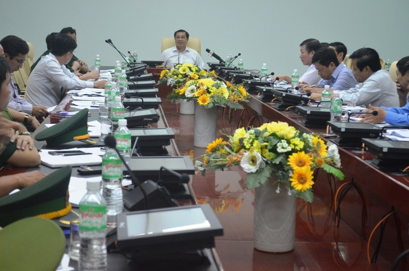 Chủ tịch Tp Đà Nẵng Huỳnh Đức Thơ truy vấn gắt gao trách nhiệm các bên liên quan vụ chìm tàu