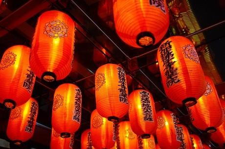 Vào mùa trung thu, cảnh sắc rực rỡ ở Hong Kong được tạo nên bởi những chiếc đèn lồng.