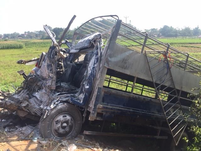 Ba Vì, Hà Nội:  Tai nạn giao thông kinh hoàng, 6 người thương vong