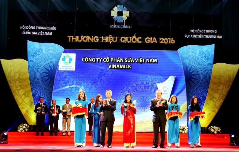 Vinamilk: Thương hiệu sữa duy nhất của Việt Nam 8 năm liền được vinh danh Thương hiệu quốc gia