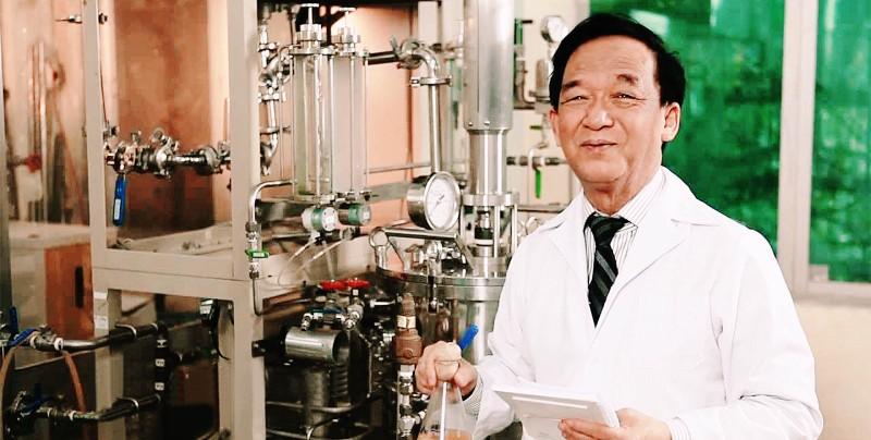 Giáo sư, Nhà giáo nhân dân Nguyễn Lân Dũng