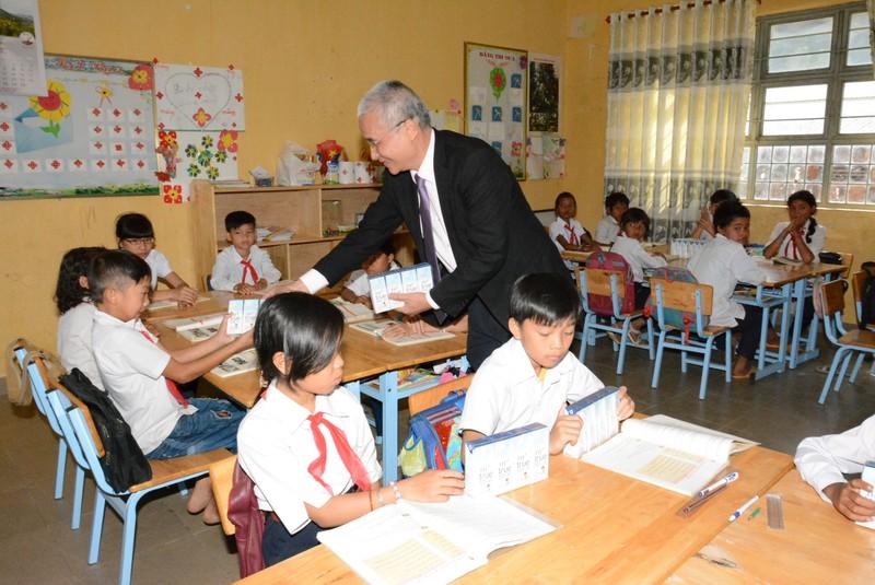 Tặng sữa TH school MILK cho hàng ngàn học sinh tại Lâm Đồng