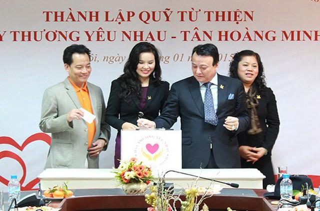 Chủ tịch Đỗ Anh Dũng trong buổi lễ thành lập Quỹ nội bộ Tập đoàn Hãy thương yêu nhau.