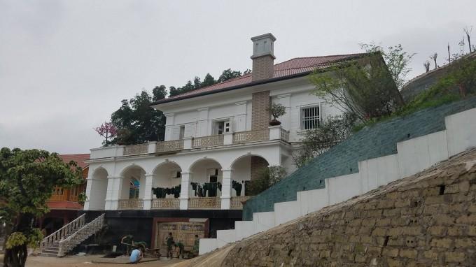 Để có được căn nhà như hiện tại ông Phạm Sỹ Qúy phải bỏ ra rất nhiều công sức tiền của thuê nhân công san gạt mặt bằng, mở rộng đường xá...