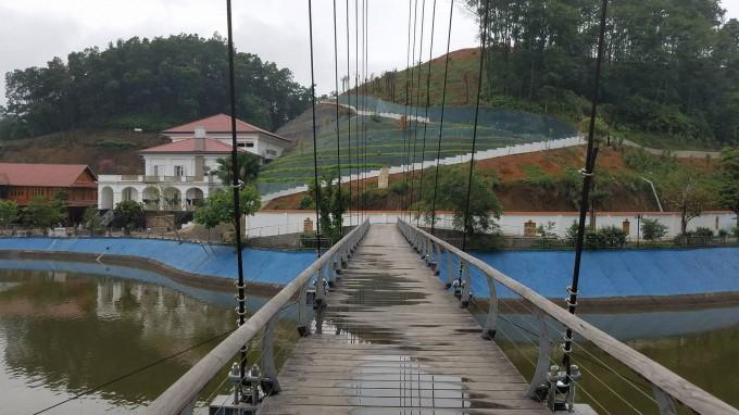 Khu dinh thự được án ngữ ngay trung tâm TP Yên Bái có mặt tiền hướng ra hồ nước.