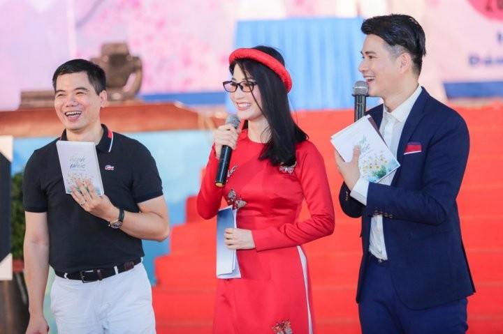 Ban dau gia s_ch c_a di_n gi_ Ho_ng Anh S__ng