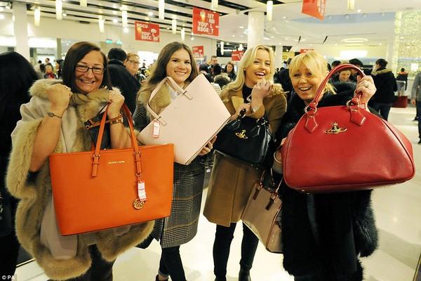 Những 'chiêu' mua hàng nước ngoài giá rẻ dịp cuối năm  không phải ai cũng biết