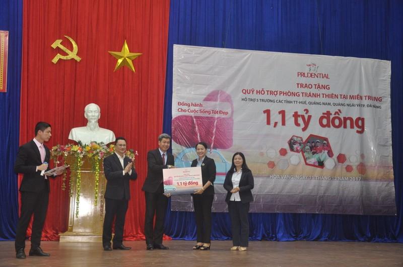 Prudential hỗ trợ hơn 1 tỷ đồng khôi phục trường học chịu hậu quả bão Damrey tại miền Trung