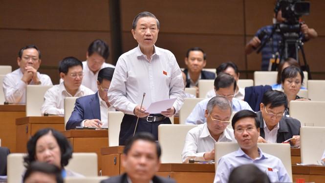 Dự thảo luật quy định Bộ Công an sẽ có tối đa 201 tướng, trong đó có 1 Đại tướng, là Bộ trưởng; tối đa 6 Thượng tướng là Thứ trưởng; Trung tướng có 35 người, trong đó có Giám đốc Công an TP Hà Nội và TPHCM.