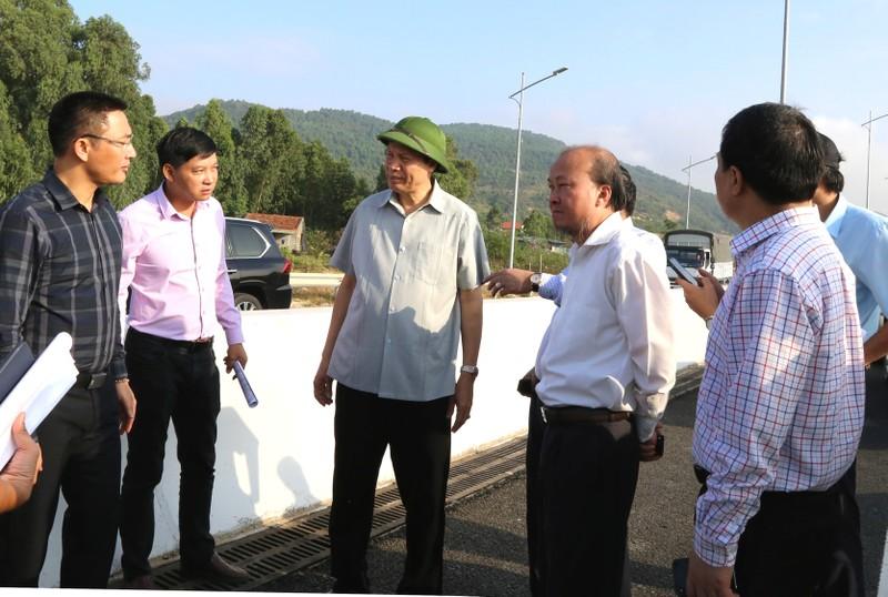 Chủ tịch Quảng Ninh thị sát ba dự án giao thông trọng điểm trước ngày khánh thành