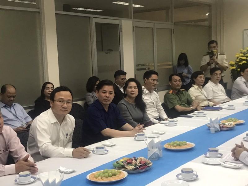 Bộ trưởng GTVT thăm và chúc tết Cảng hàng không quốc tế Tân Sơn Nhất chiều 30 Tết