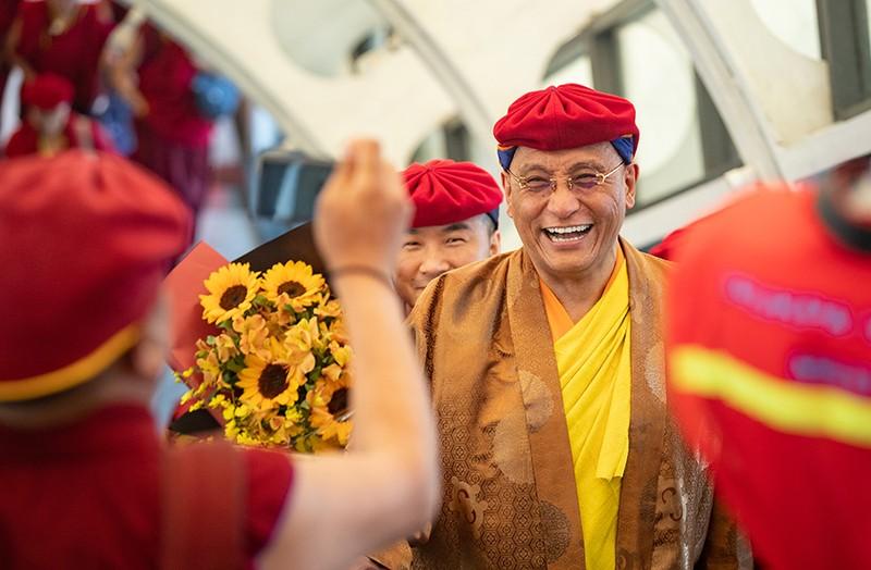 """""""Hiện thân của Đức Phật Quan Âm"""" làm lễ tại chùa Linh Ứng Bà Nà Hills"""