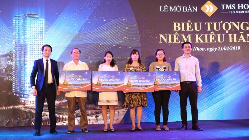 """Ca sĩ Đan Trường """"đốn tim"""" khán giả tại lễ mở bán TMS Hotel Quy Nhon Beach"""