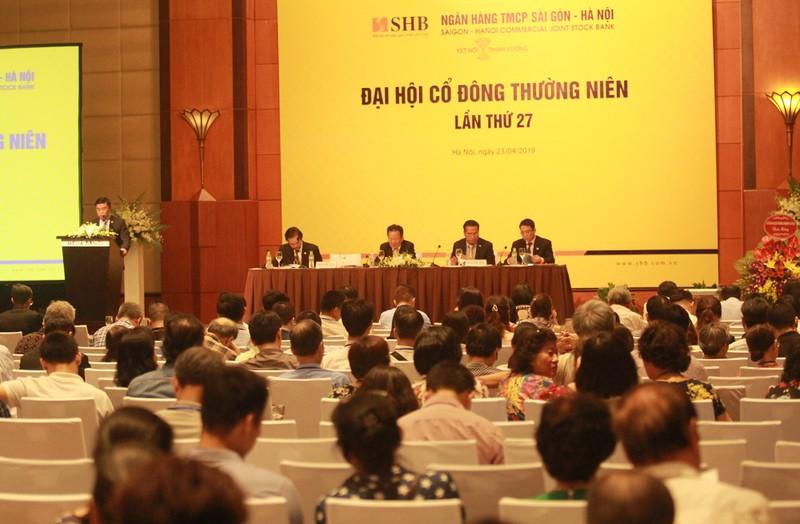Ông Nguyễn Văn Lê – Tổng Giám đốc SHB báo cáo kết quả hoạt động kinh doanh năm 2018 và kế hoạch hoạt động năm 2019 với mục tiêu lợi nhuận trước thuế tăng 46,51%.