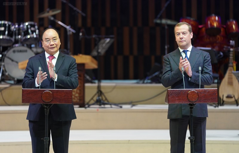 Thủ tướng Nguyễn Xuân Phúc và Thủ tướng Nga D.A. Medvedev dự lễ khai mạc Năm chéo Việt-Nga.