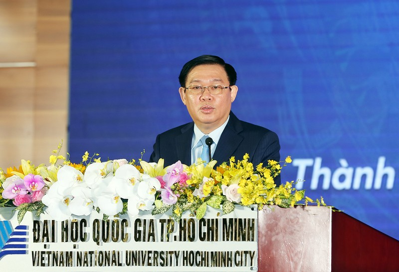Phó Thủ tướng Vương Đình Huệ làm việc tại Đại học Quốc gia TPHCM