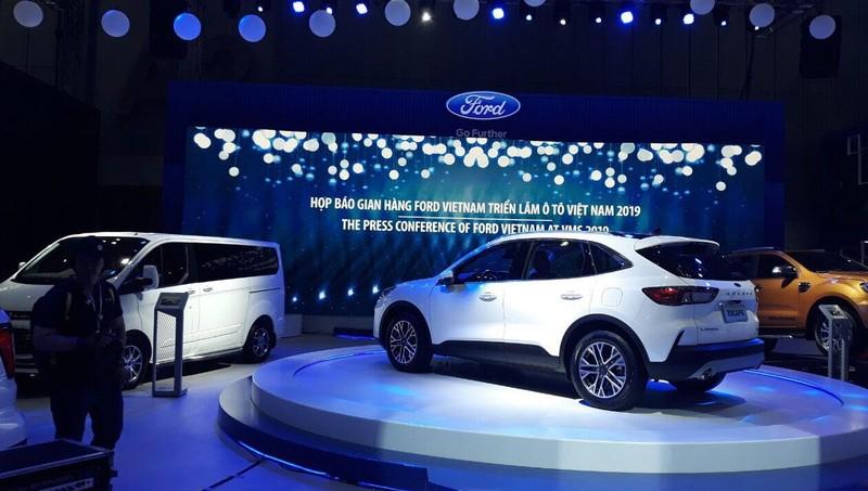 Sự góp mặt của chiếc MPV 7 chỗ Ford Tourneo mới ra mắt cùng sự xuất hiện của phiên bản concept Ford Escape hoàn toàn mới