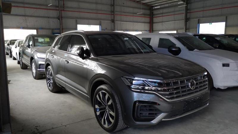"""Hải quan quyết định tịch thu xe Volkswagen có hình ảnh """"đưỡng lưỡi bò"""""""