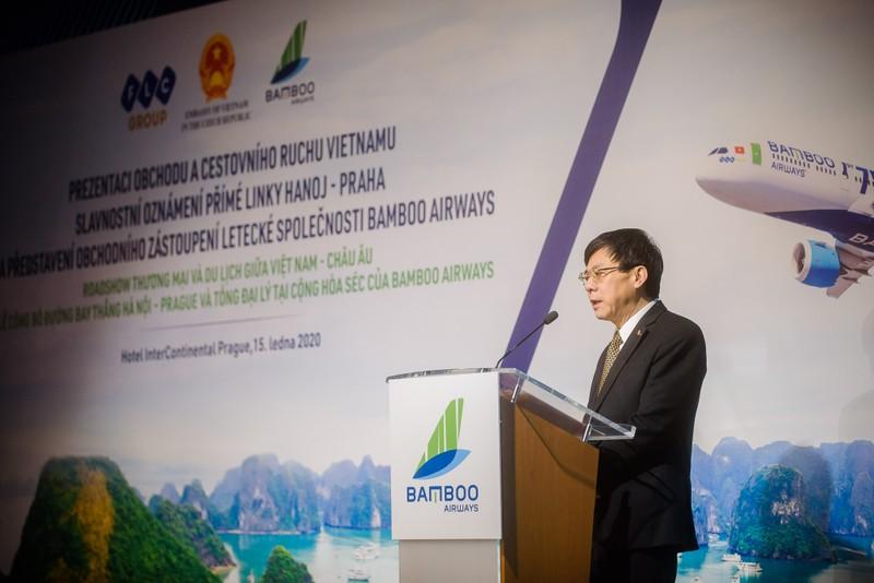 Đại sứ đặc mệnh toàn quyền Cộng hòa Séc Hồ Minh Tuấn chia sẻ đường bay thẳng Hà Nội – Praha do Bamboo Airways vận hành đóng vai trò quan trọng trong kết nối hay quốc gia và hai khu vực.