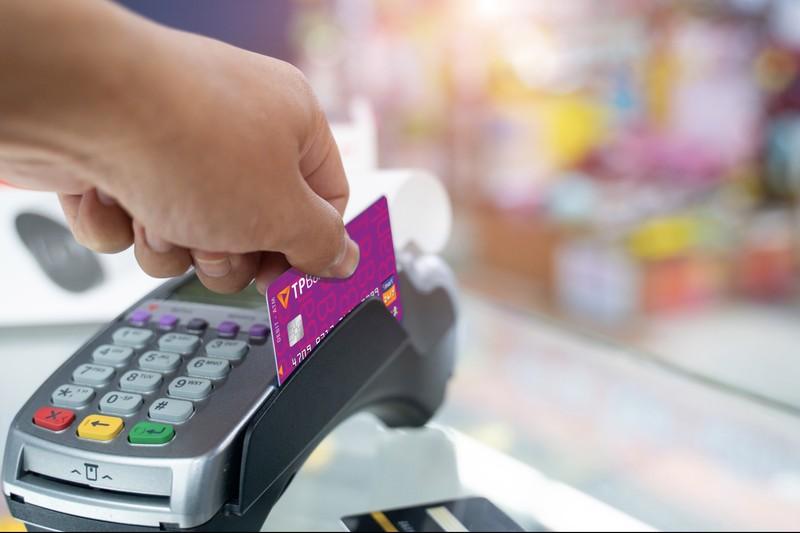 Khách hàng có thể sử dụng thẻ ATM của TPBank để giao dịch trực tiếp tại Hàn Quốc.