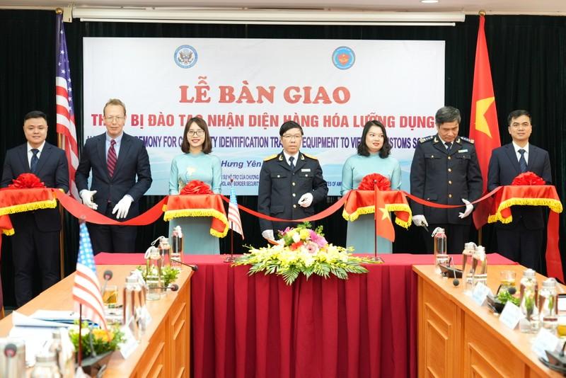 Lễ bàn giao được tổ chức tại Trụ sở Trường Hải quan Việt Nam.