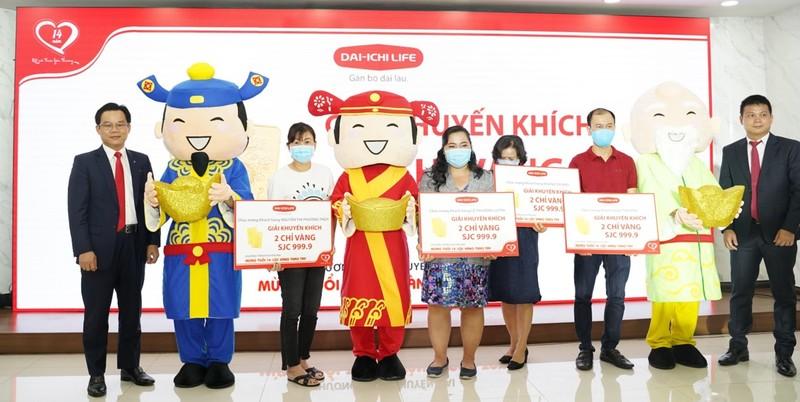 """Dai-ichi Life Việt Nam tổ chức Lễ trao giải cho khách hàng trúng thưởng chương trình """"Mừng tuổi 14 – Lộc Vàng trao tay"""""""