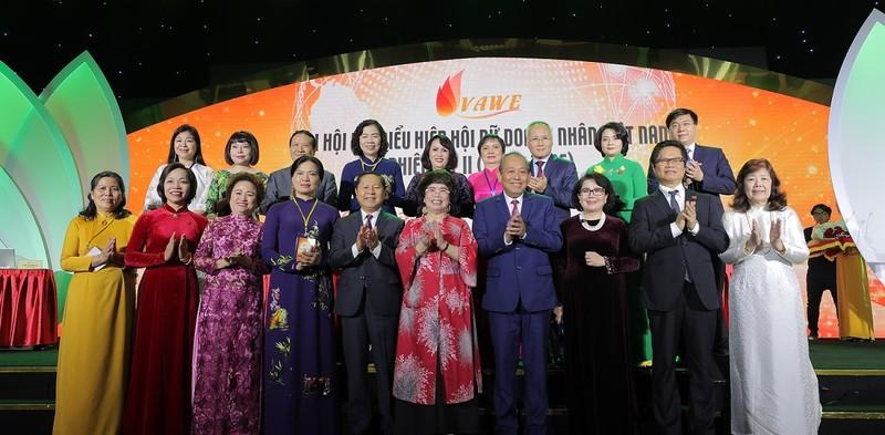 Phó thủ tướng Thường trực Trương Hoà Bình cùng lãnh đạo Ban, Bộ, Ngành, Đoàn thể, Tổ chức tham dự Đại hội Hiệp hội Nữ doanh nhân Việt Nam nhiệm kỳ 2021-2026.