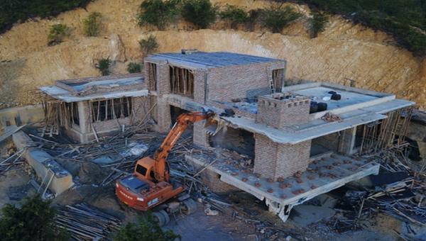 Phá dỡ công trình xây dựng không phép ở Quảng Ninh