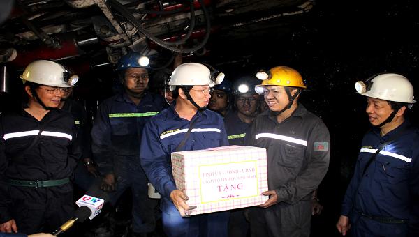 Bí thư Quảng Ninh cảm động trước tinh thần thi đua lao động của công nhân ngành Than