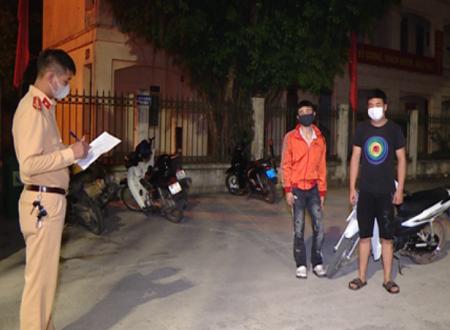 """Bắt giữ nhóm """"choai choai"""" chuyên đua xe vào các buổi tối ở Ninh Bình"""