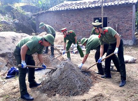 Cán bộ chiến sỹ công an xây dựng phong trào giúp dân xây dựng nông thôn mới