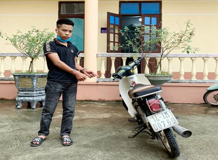 Nguyễn Tiến Dũng bị bắt giữ tại Công an huyện Hải Hà.