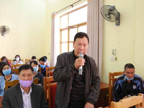 Cử tri TP Hạ Long tham gia phát biểu ý kiến tại buổi tiếp xúc cử tri.