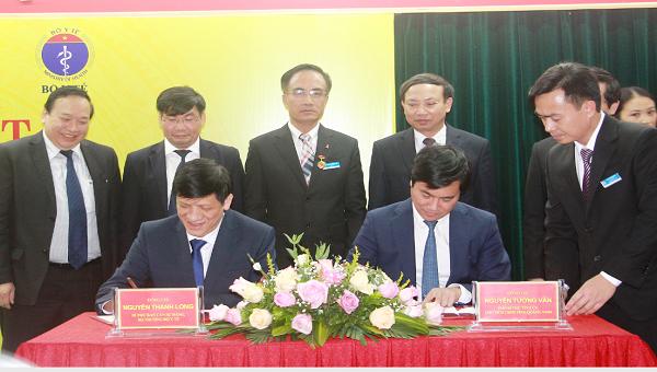 Lễ ký kết bàn giao Bệnh viện Việt Nam - Thụy Điển Uông Bí từ Bộ Y tế về UBND tỉnh Quảng Ninh quản lý.