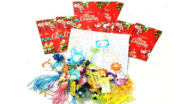 Hải Dương thu giữ 10 thiệp Giáng sinh và 24 móc chìa khóa có nội dung tuyên truyền Pháp luân công