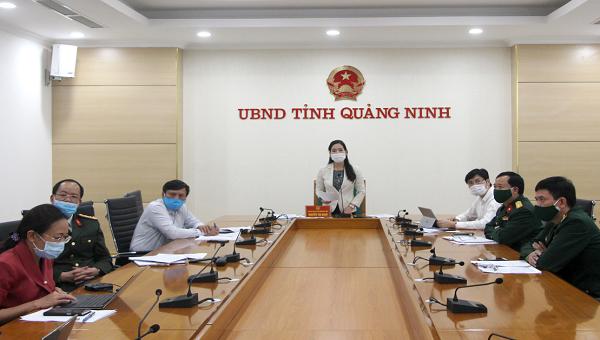 Phó Chủ tịch UBND tỉnh Quảng Ninh Nguyễn Thị Hạnh báo cáo với Thủ tướng Chính phủ.