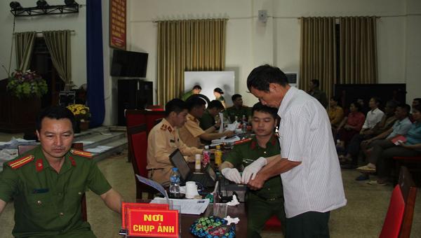 Công an tỉnh Hưng Yên tăng thời gian tiếp nhận hồ sơ lên 15h/ngày, chia làm 3 ca từ 7h đến 22h.