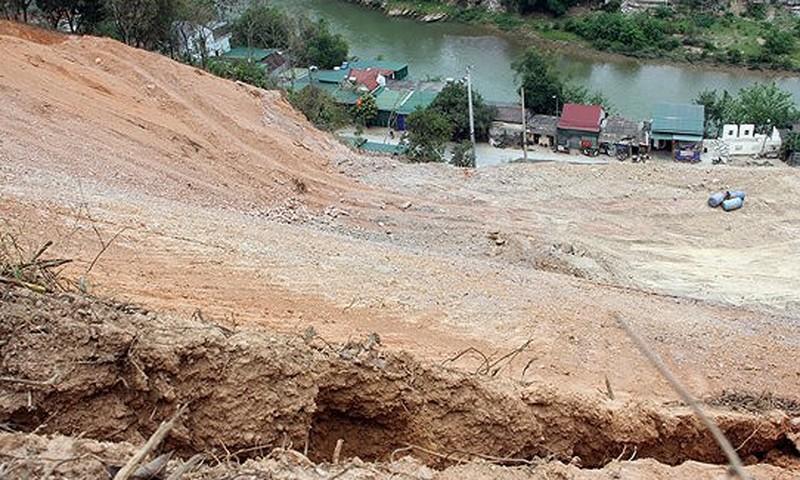 Một đoạn đường sạt lở ở Kỳ Sơn - Nghệ An (Ảnh minh họa)