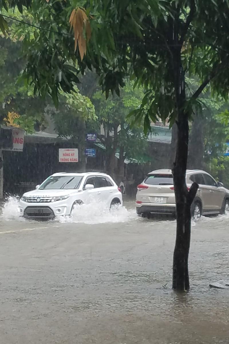 Nước ngập cao từ 40 - 50 cm