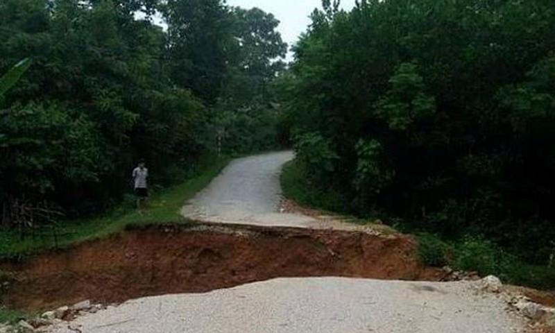 Một tuyến đường chính của huyện Quỳ Hợp bị sạt lở nghiêm trọng