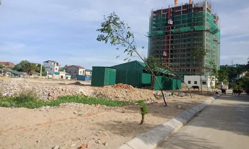 Không những vi phạm về san lấp đất trái phép mà Công ty cổ phần phát triển đô thị Vinh còn vi phạm về đấu nối đường với mương số 3