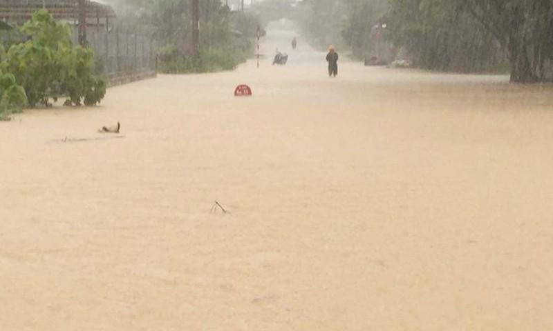 Mưa lớn do bão số 4, nhiều nơi ở Nghệ An ngập sâu