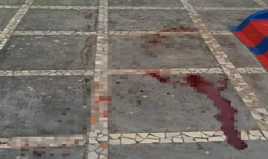 Nghệ An: Chơi ở sân chung cư đá rơi trúng người khiến cháu bé tử vong.