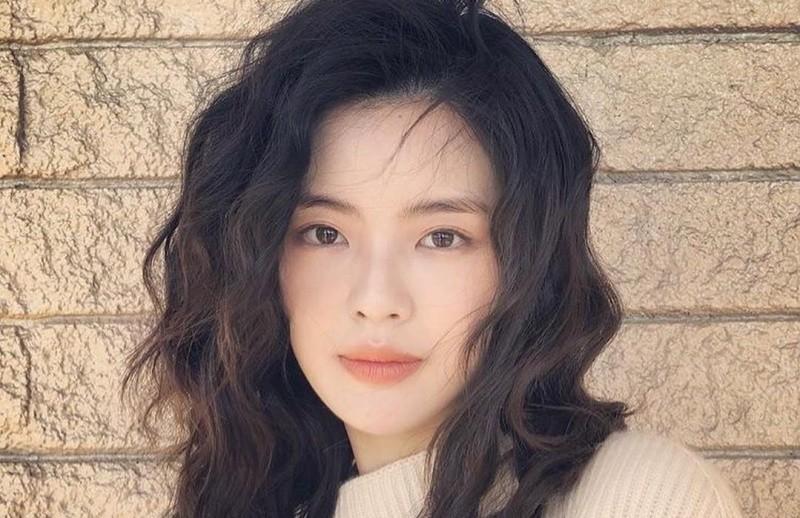Bạn gái Lee Kwang Soo vướng ồn ào vi phạm hợp đồng
